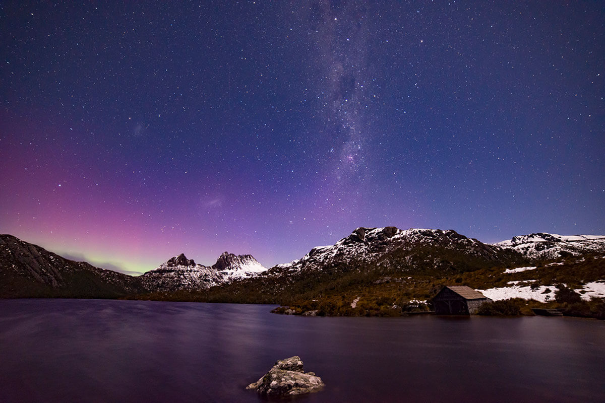 Aurora Australis over Cradle Mountain by Pierre Destribats